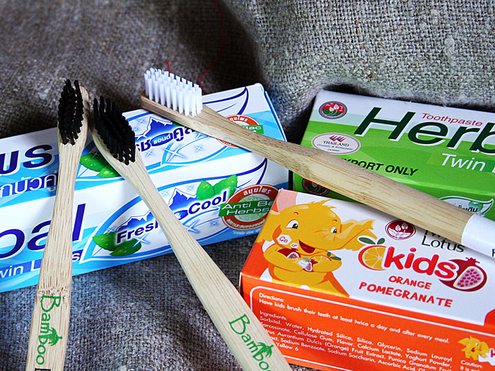 бамбуковые щетки и зубные пасты