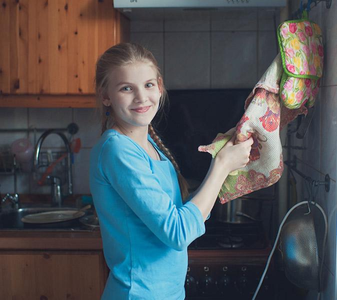 у меня дома дети помогают собирать и разбирать посудомойку